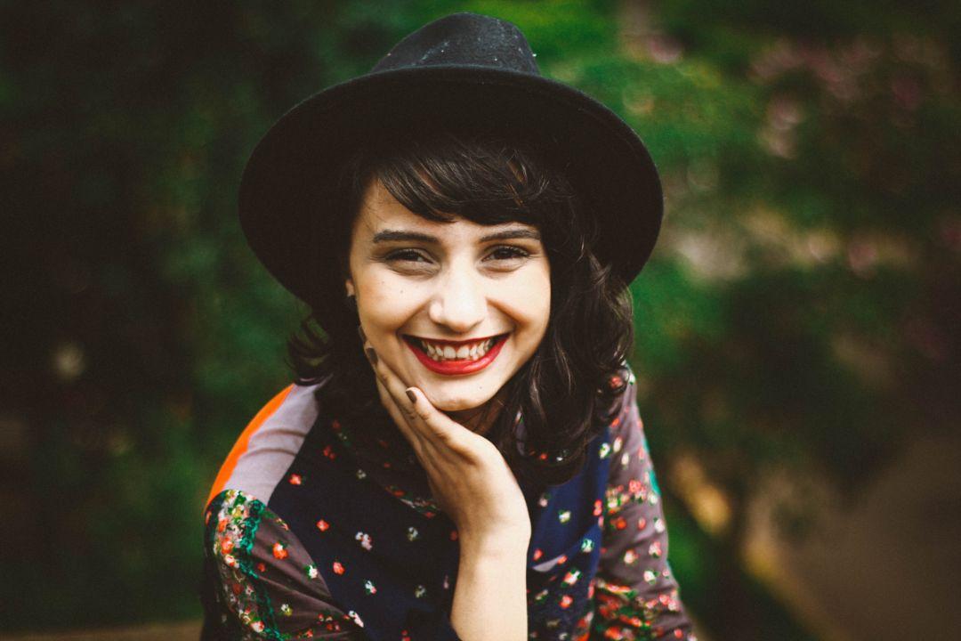 笑顔で愛想よくすること
