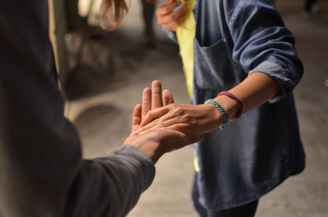 相手の意見を尊重し思いやりを持って話す