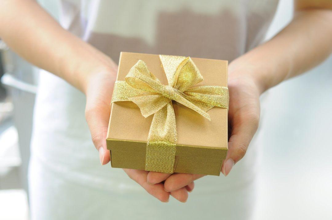 相手の好きなものをプレゼントして機嫌をとる