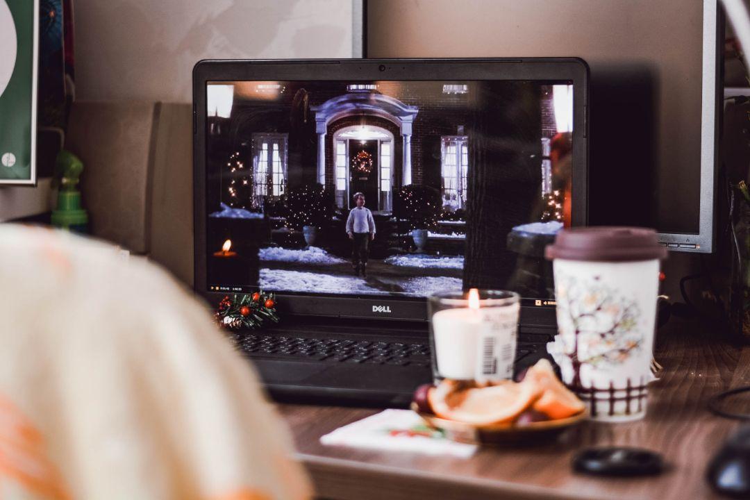 テレビや映画を観る