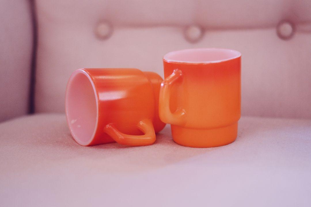 手作りのペアマグカップ