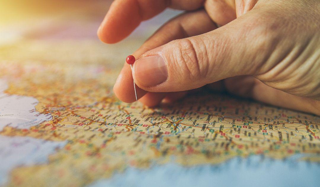 情報誌や旅行サイトを参考に