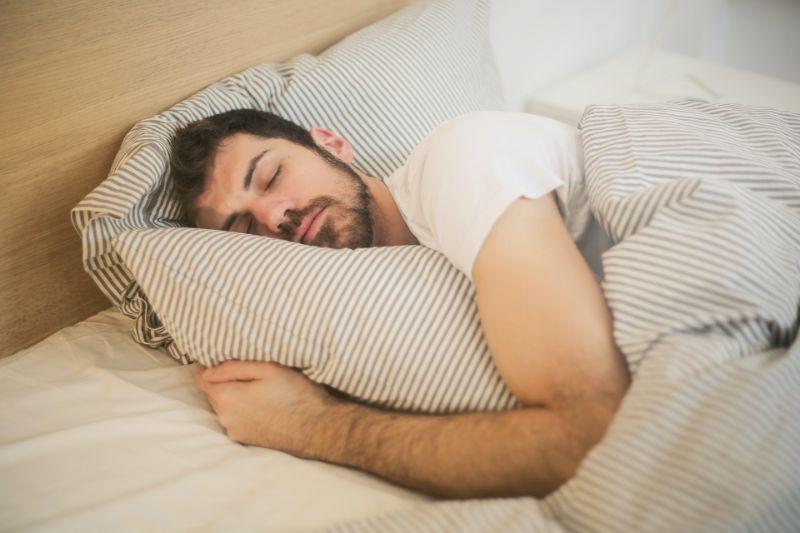 寝顔を堪能する