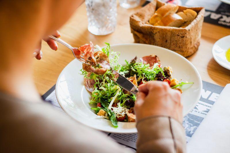 食事をしっかり食べる