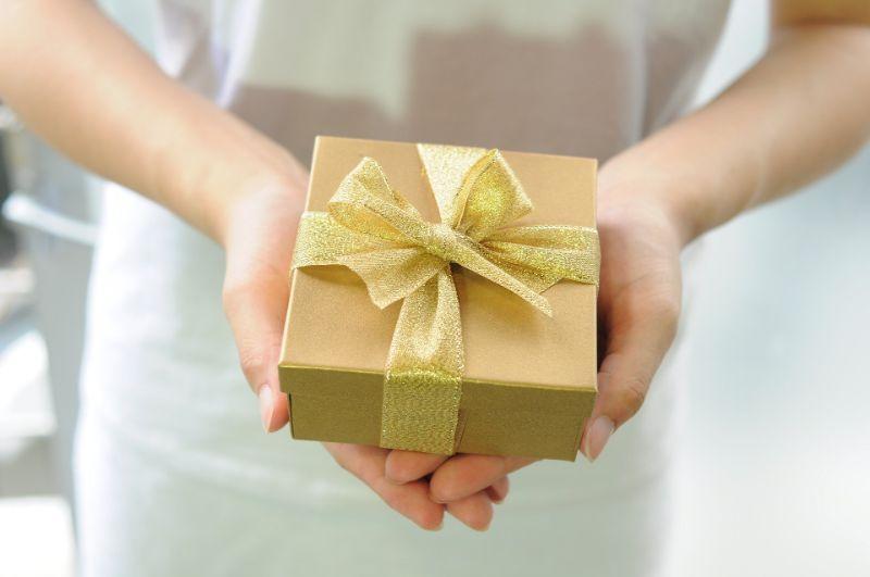 謝罪と一緒にプレゼントを贈る