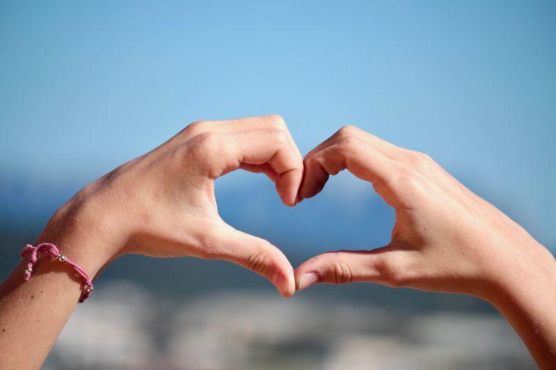 恋愛に関する情報に触れる