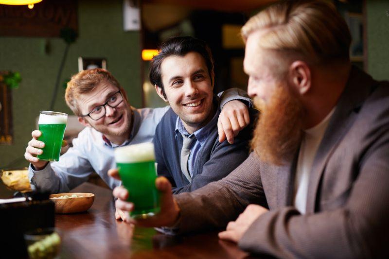 友人やアルコールの力を借りる