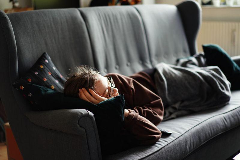 寝る時間帯や場所をずらす
